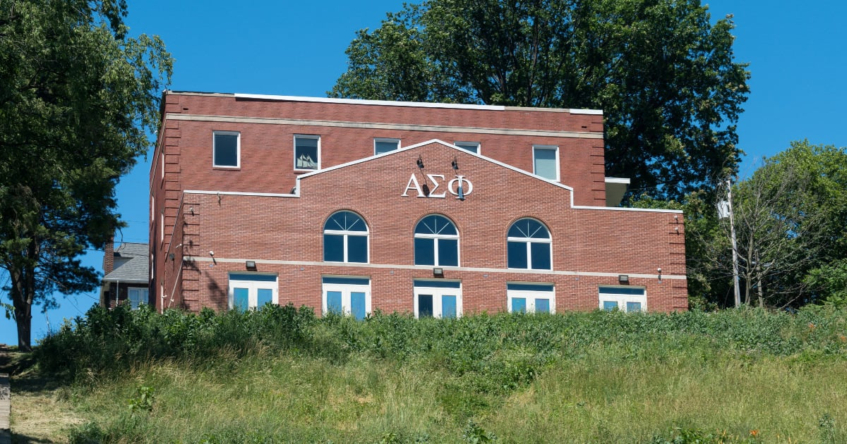 do greek affiliations belong on your resume - image of sorority house